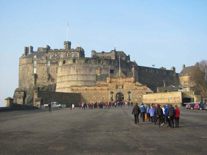 little-fish-walking-tours-edinburgh_Edinburgh_Castle_Tour1