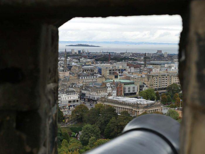 little-fish-walking-tours-edinburgh_Edinburgh_Castle_Tour2